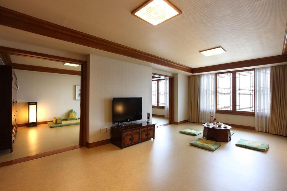 라마다 플라자 제주 오션 프론트(Ramada Plaza Jeju Ocean Front) Hotel Image 34 - Guestroom