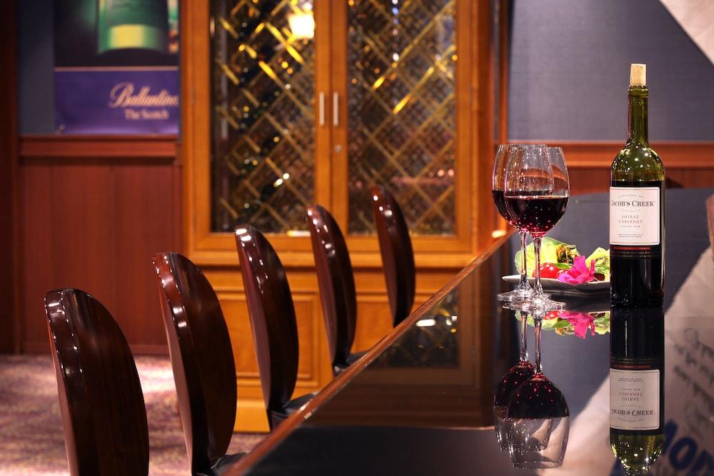 라마다 플라자 제주 오션 프론트(Ramada Plaza Jeju Ocean Front) Hotel Image 107 - Hotel Bar