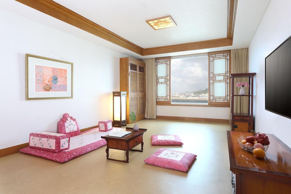 라마다 플라자 제주 오션 프론트(Ramada Plaza Jeju Ocean Front) Hotel Image 24 - Guestroom
