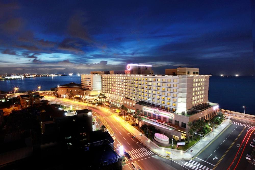 라마다 플라자 제주 오션 프론트(Ramada Plaza Jeju Ocean Front) Hotel Image 119 - Hotel Front - Evening/Night