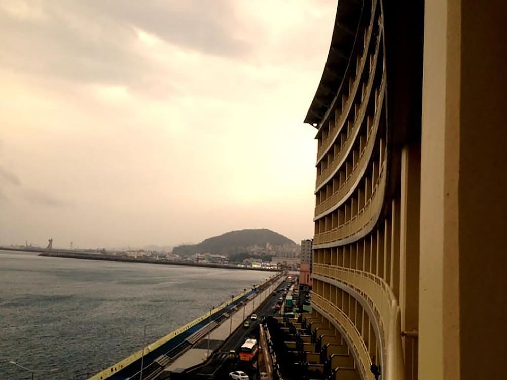 라마다 플라자 제주 오션 프론트(Ramada Plaza Jeju Ocean Front) Hotel Image 56 - Guestroom View