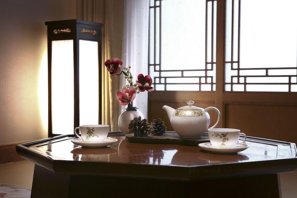 라마다 플라자 제주 오션 프론트(Ramada Plaza Jeju Ocean Front) Hotel Image 53 - In-Room Amenity