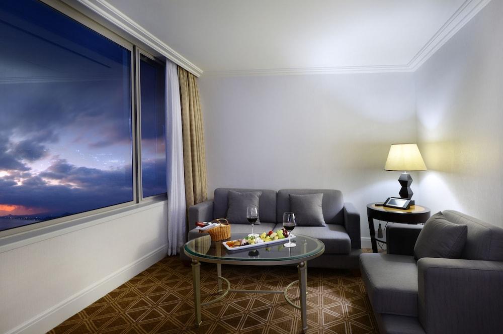 라마다 플라자 제주 오션 프론트(Ramada Plaza Jeju Ocean Front) Hotel Image 45 - Living Area