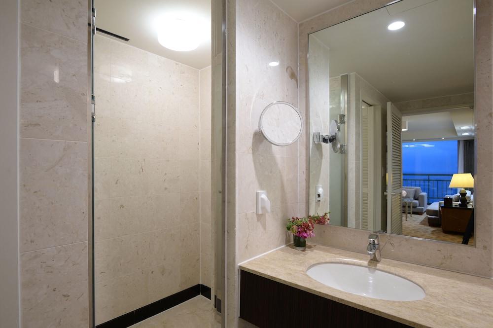 라마다 플라자 제주 오션 프론트(Ramada Plaza Jeju Ocean Front) Hotel Image 57 - Bathroom