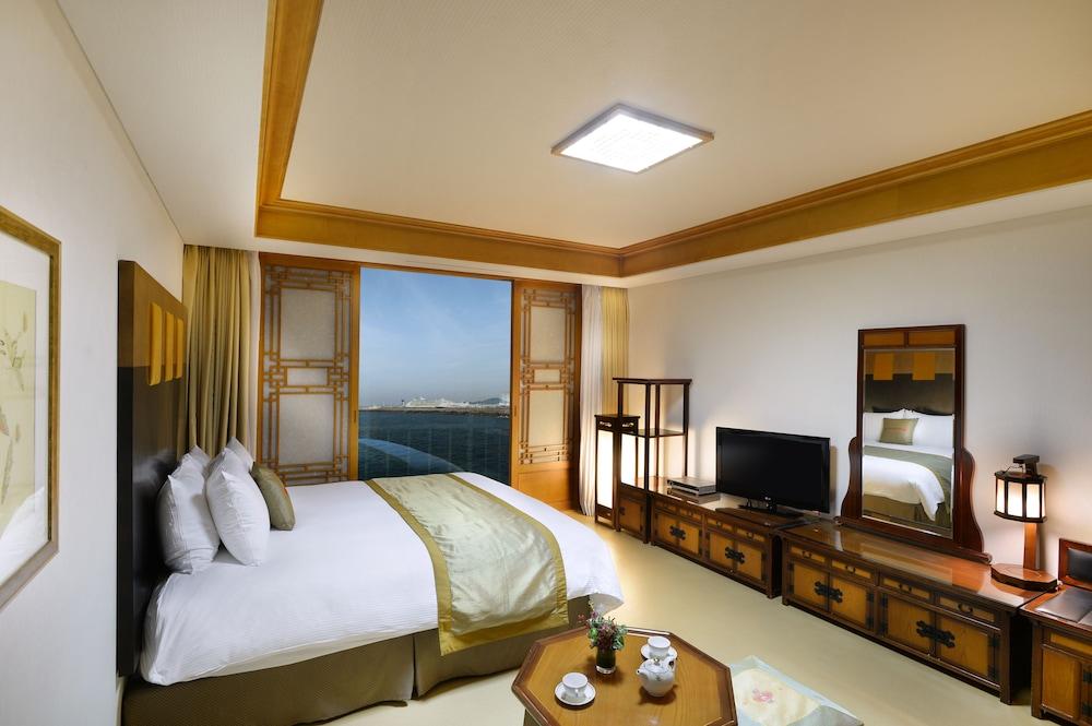 라마다 플라자 제주 오션 프론트(Ramada Plaza Jeju Ocean Front) Hotel Image 35 - Guestroom