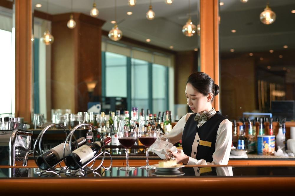라마다 플라자 제주 오션 프론트(Ramada Plaza Jeju Ocean Front) Hotel Image 92 - Restaurant