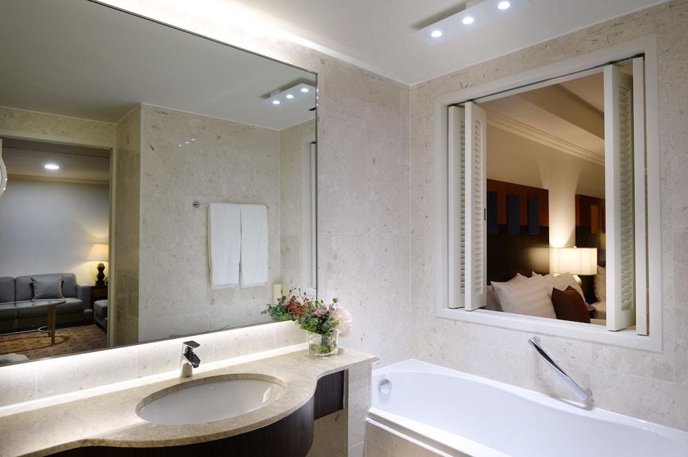 라마다 플라자 제주 오션 프론트(Ramada Plaza Jeju Ocean Front) Hotel Image 55 - Bathroom