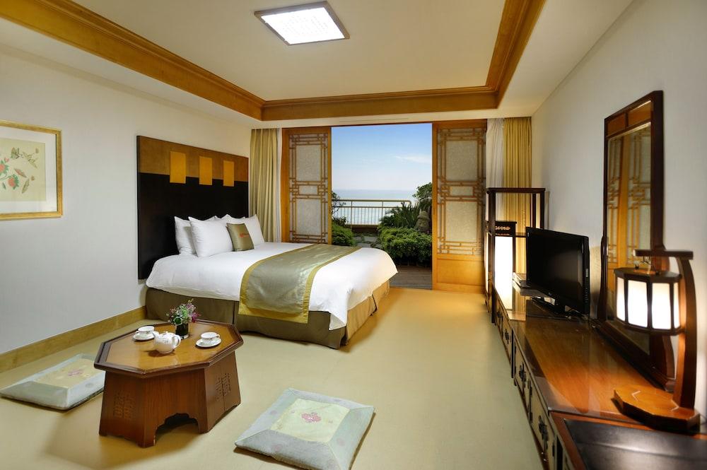 라마다 플라자 제주 오션 프론트(Ramada Plaza Jeju Ocean Front) Hotel Image 13 - Guestroom