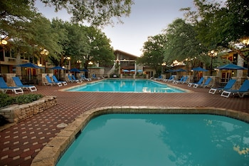 Kerrville Vacations - The Inn Of The Hills - Property Image 4