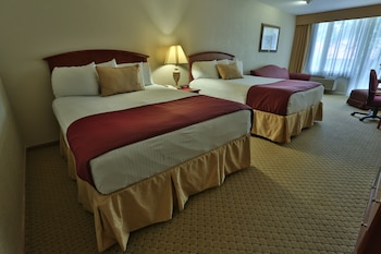 Deluxe Room, 2 Queen Beds (with sitting area)