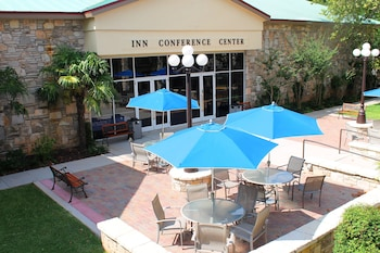 Kerrville Vacations - The Inn Of The Hills - Property Image 3