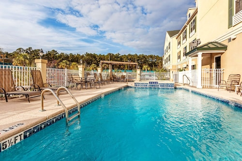 . Country Inn & Suites by Radisson, Hinesville, GA