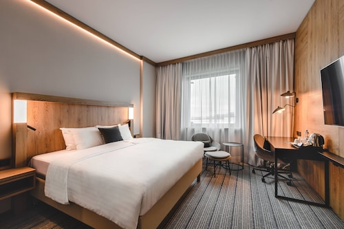 . Courtyard by Marriott Warsaw Airport