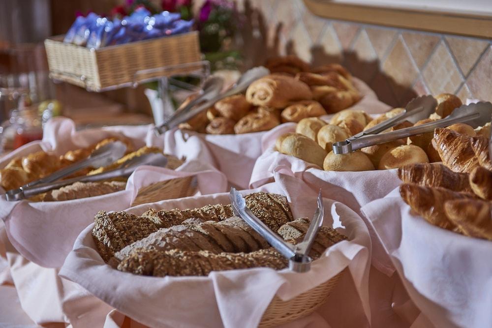 유로텔 빅토리아(Eurotel Victoria) Hotel Image 27 - Breakfast Meal