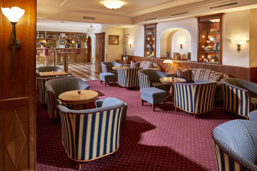 유로텔 빅토리아(Eurotel Victoria) Hotel Image 1 - Lobby Sitting Area