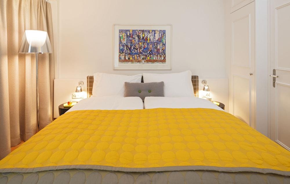 https://i.travelapi.com/hotels/1000000/980000/971800/971748/ee8a6c70_z.jpg