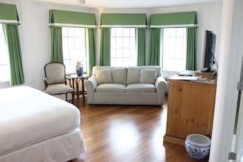 Guestroom at The Bellmoor Inn & Spa in Rehoboth Beach