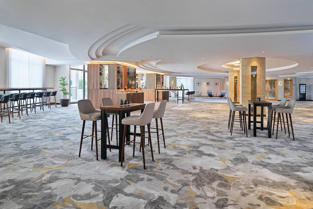 https://i.travelapi.com/hotels/1000000/980000/973600/973535/3845c9f3_z.jpg
