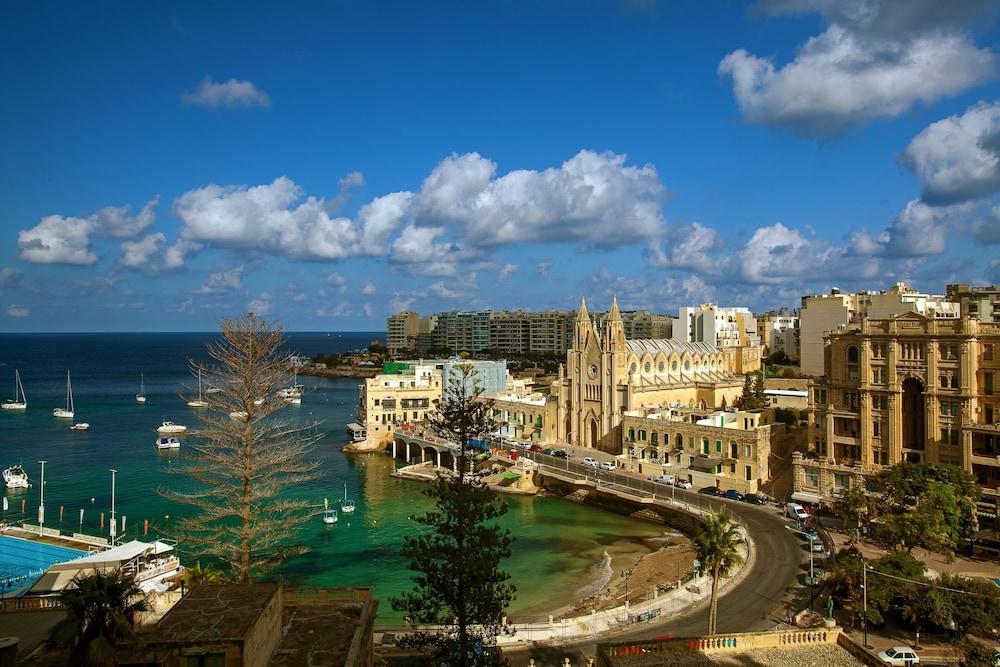 https://i.travelapi.com/hotels/1000000/980000/973600/973535/97856cdd_z.jpg
