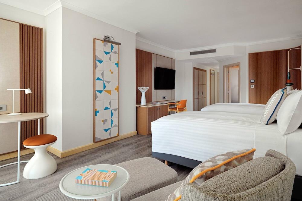 https://i.travelapi.com/hotels/1000000/980000/973600/973535/ae9e43d2_z.jpg