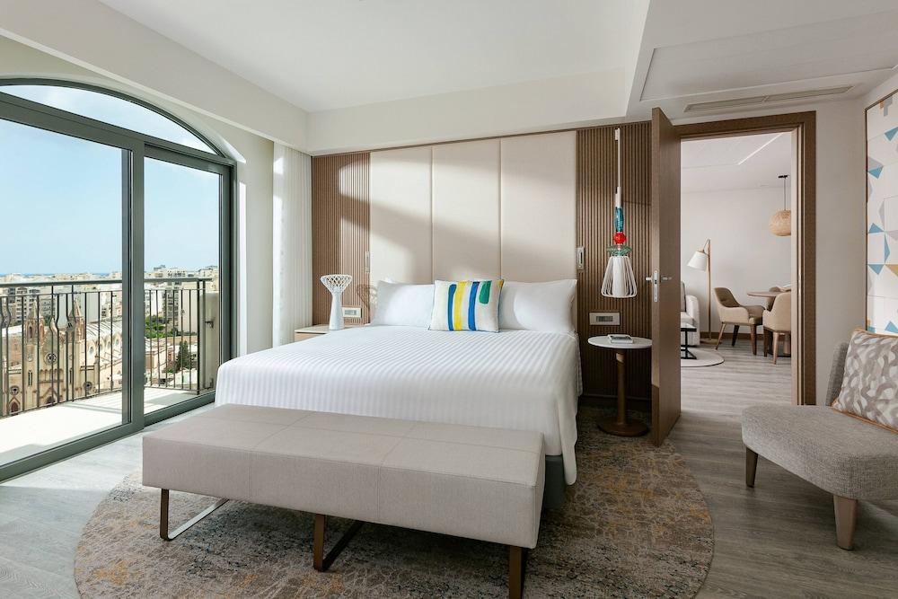 https://i.travelapi.com/hotels/1000000/980000/973600/973535/b5c8e69c_z.jpg
