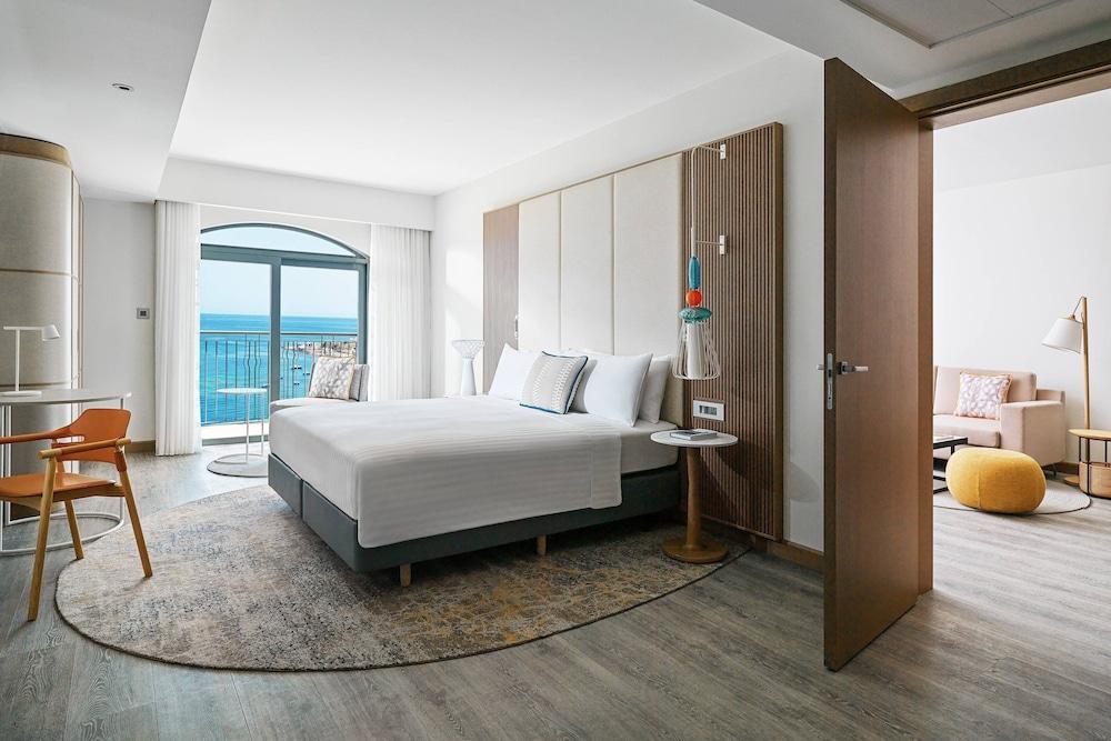 https://i.travelapi.com/hotels/1000000/980000/973600/973535/d9b1a8d8_z.jpg