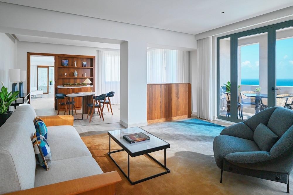 https://i.travelapi.com/hotels/1000000/980000/973600/973535/f04d2954_z.jpg
