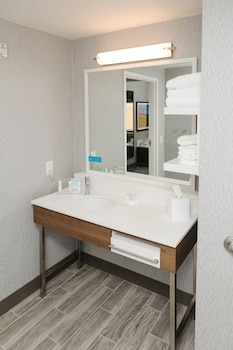 Room, 1 King Bed, Accessible (Mobility/Hearing, Roll-in Shower)