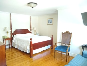 Superior Suite, Ensuite, Courtyard View (C14 Carriage House - Quee)