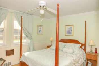 Standard Double Room, Ensuite (C2 Carriage House - Queen)