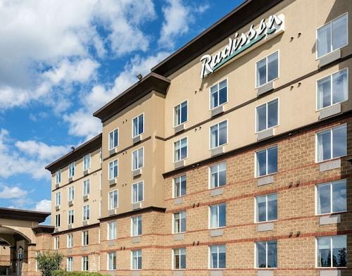 . Radisson Hotel & Suites Fort McMurray