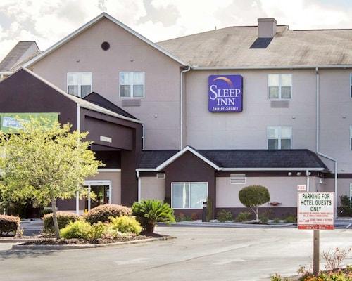 . Sleep Inn & Suites Jacksonville near Camp Lejeune