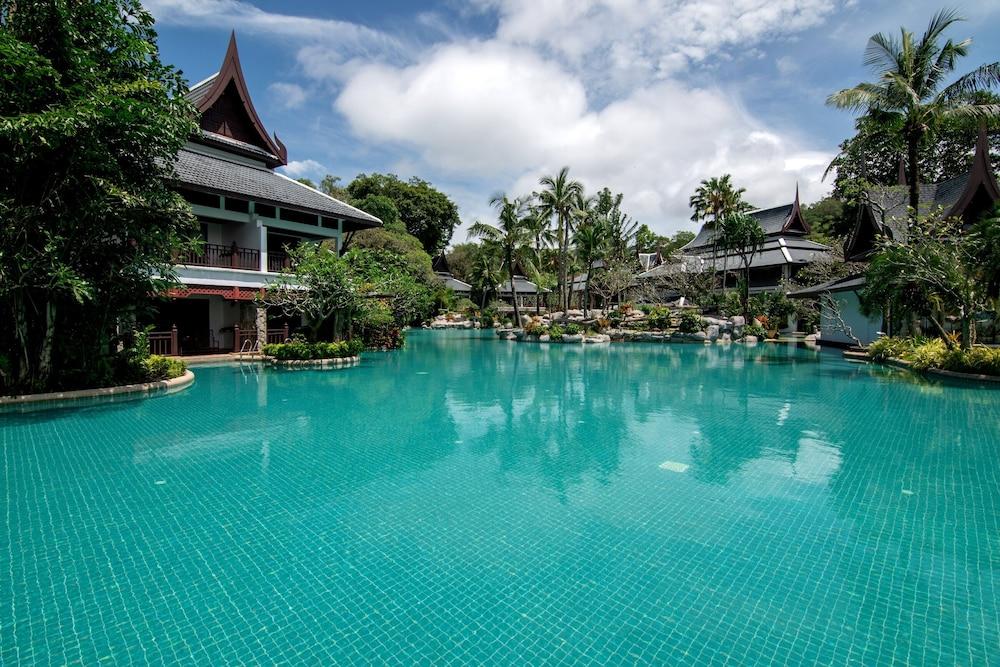 https://i.travelapi.com/hotels/1000000/980000/975500/975456/5e7e13f4_z.jpg