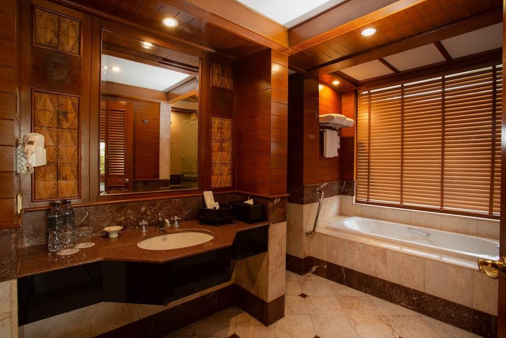 https://i.travelapi.com/hotels/1000000/980000/975500/975456/6d6079df_z.jpg