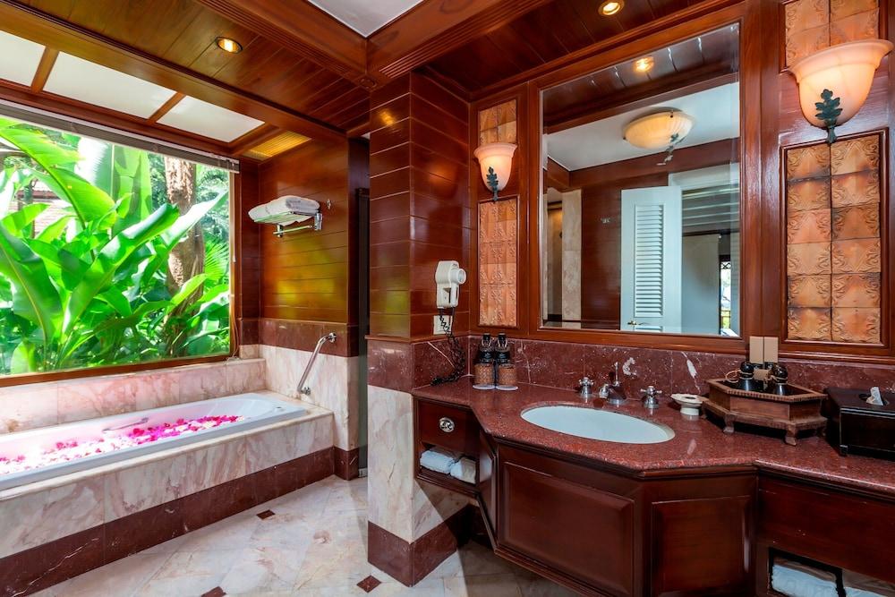 https://i.travelapi.com/hotels/1000000/980000/975500/975456/86ca1128_z.jpg