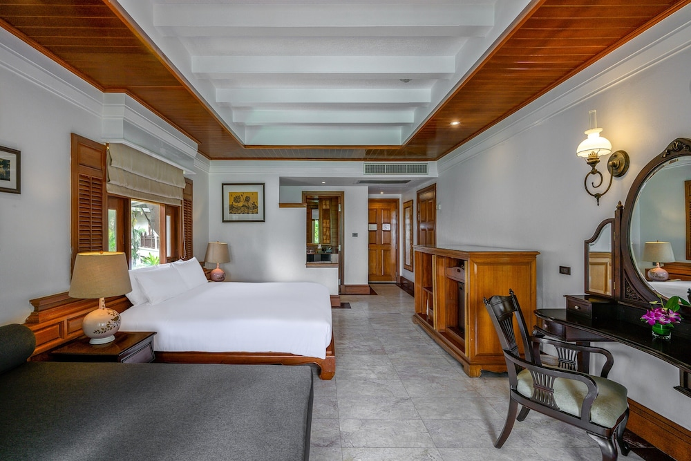 https://i.travelapi.com/hotels/1000000/980000/975500/975456/be8f7c1b_z.jpg