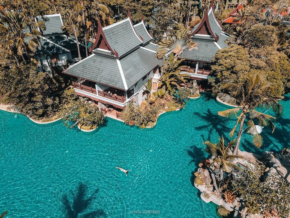 https://i.travelapi.com/hotels/1000000/980000/975500/975456/fad3b1d1_z.jpg