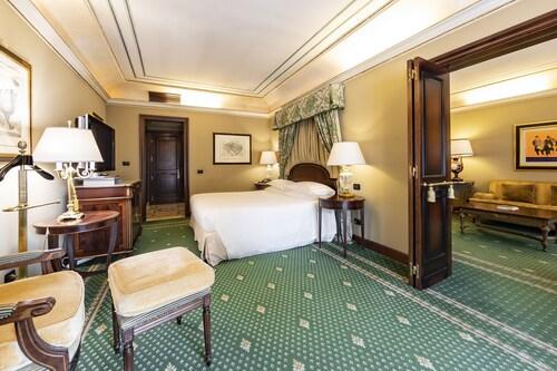 . River Château Hotel