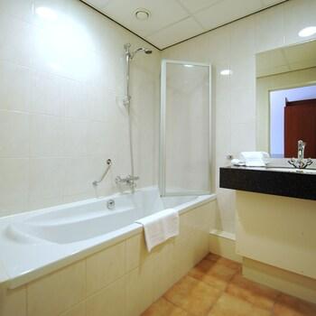 Golden Tulip Hotel Zevenbergen - Bathroom  - #0