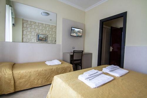 __{offers.Best_flights}__ Hotel Dei Fiori