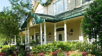 Hotel - The Sanford House Inn & Spa