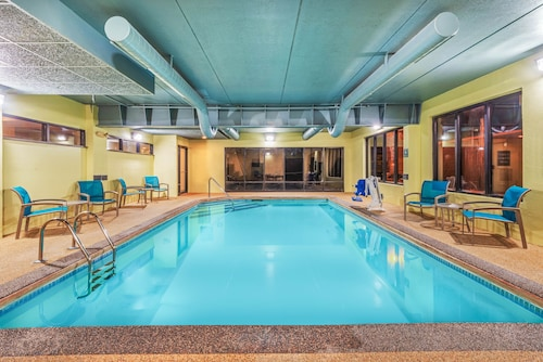 . La Quinta Inn & Suites by Wyndham Jamestown