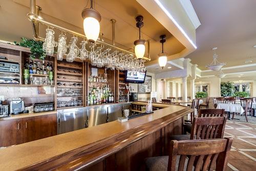. Monte Carlo Inn - Brampton Suites