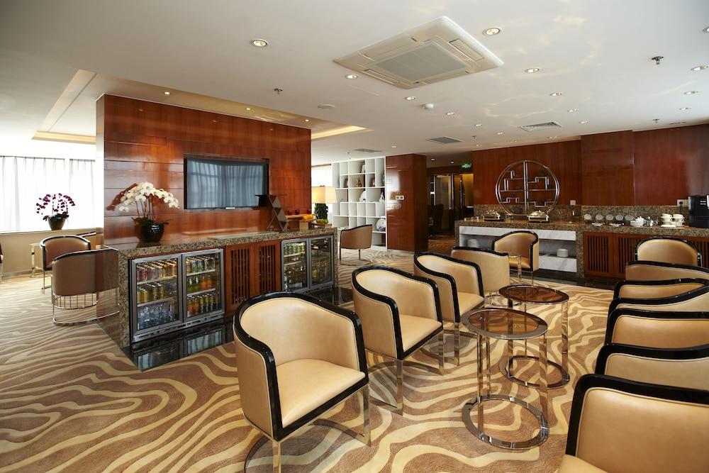라마다 플라자 상하이 푸동 에어포트(Ramada Plaza Shanghai Pudong Airport) Hotel Image 28 - Hotel Lounge