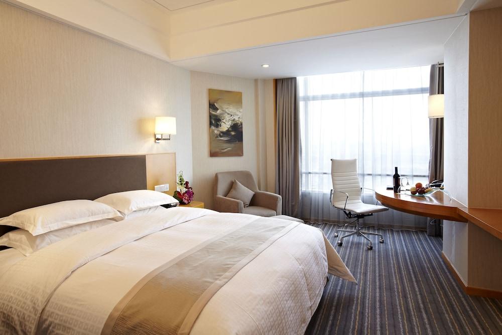 라마다 플라자 상하이 푸동 에어포트(Ramada Plaza Shanghai Pudong Airport) Hotel Image 4 - Guestroom