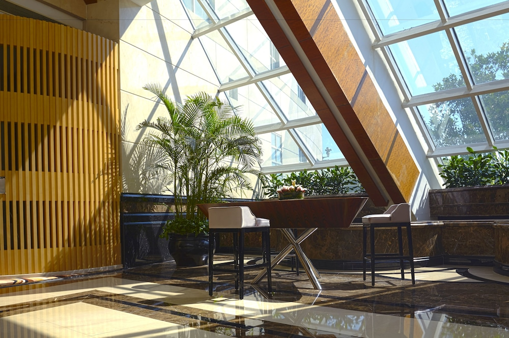 라마다 플라자 상하이 푸동 에어포트(Ramada Plaza Shanghai Pudong Airport) Hotel Image 1 - Lobby Sitting Area