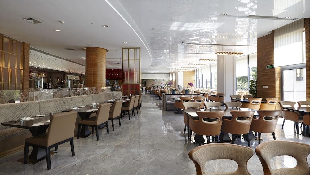라마다 플라자 상하이 푸동 에어포트(Ramada Plaza Shanghai Pudong Airport) Hotel Image 28 - Buffet