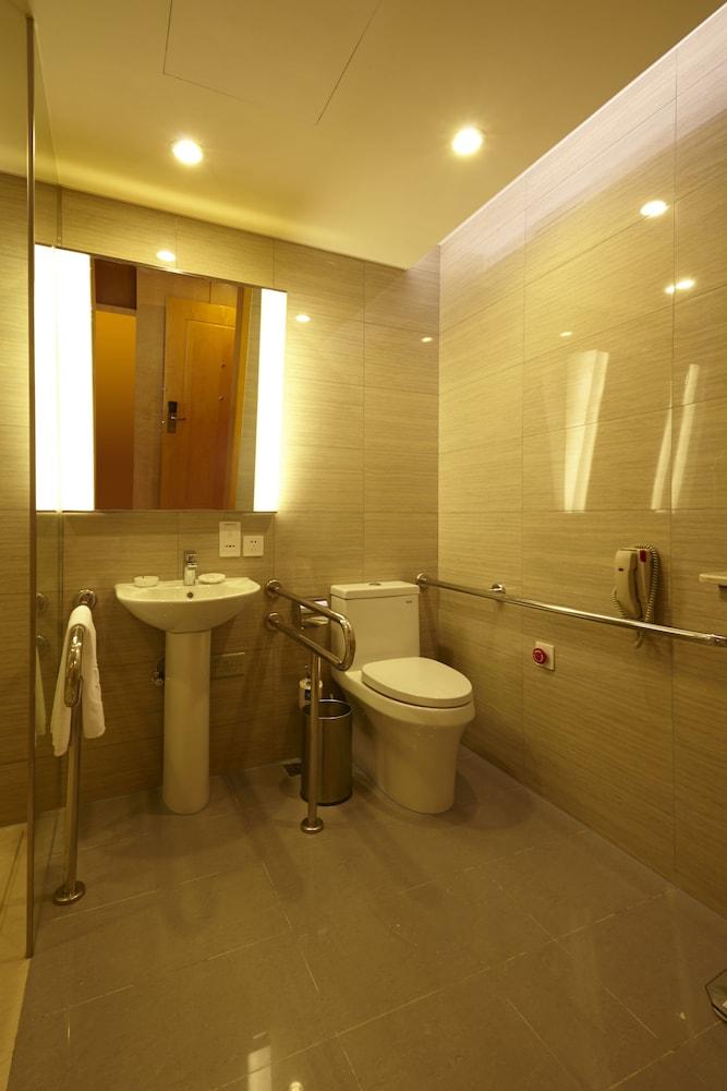 라마다 플라자 상하이 푸동 에어포트(Ramada Plaza Shanghai Pudong Airport) Hotel Image 21 - Bathroom