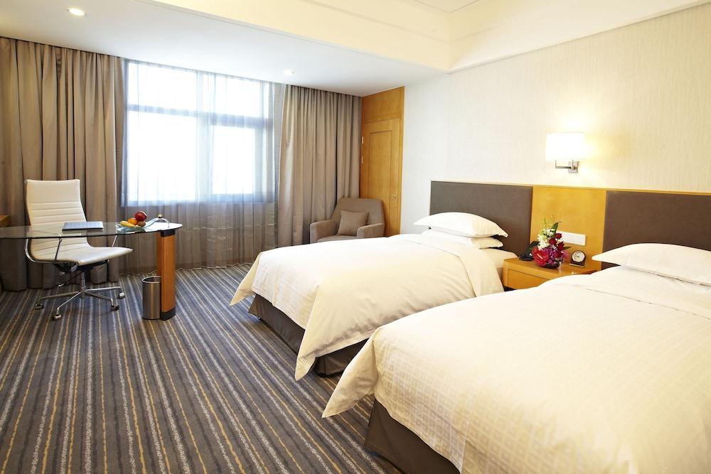 라마다 플라자 상하이 푸동 에어포트(Ramada Plaza Shanghai Pudong Airport) Hotel Image 6 - Guestroom