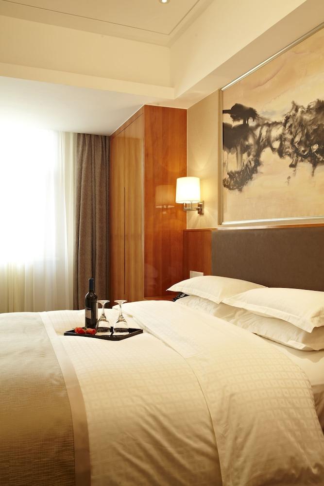 라마다 플라자 상하이 푸동 에어포트(Ramada Plaza Shanghai Pudong Airport) Hotel Image 8 - Guestroom